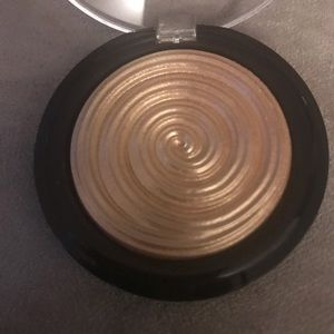 Brand New Laura Geller Highlighter